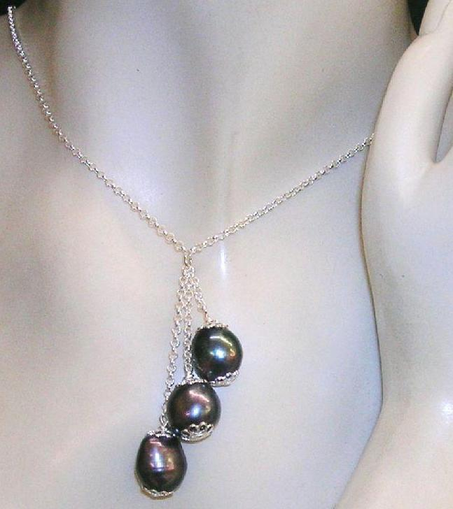 2d5e85110429 Collar de Plata de Ley con 3 Perlas Cultivadas barrocas grises ...