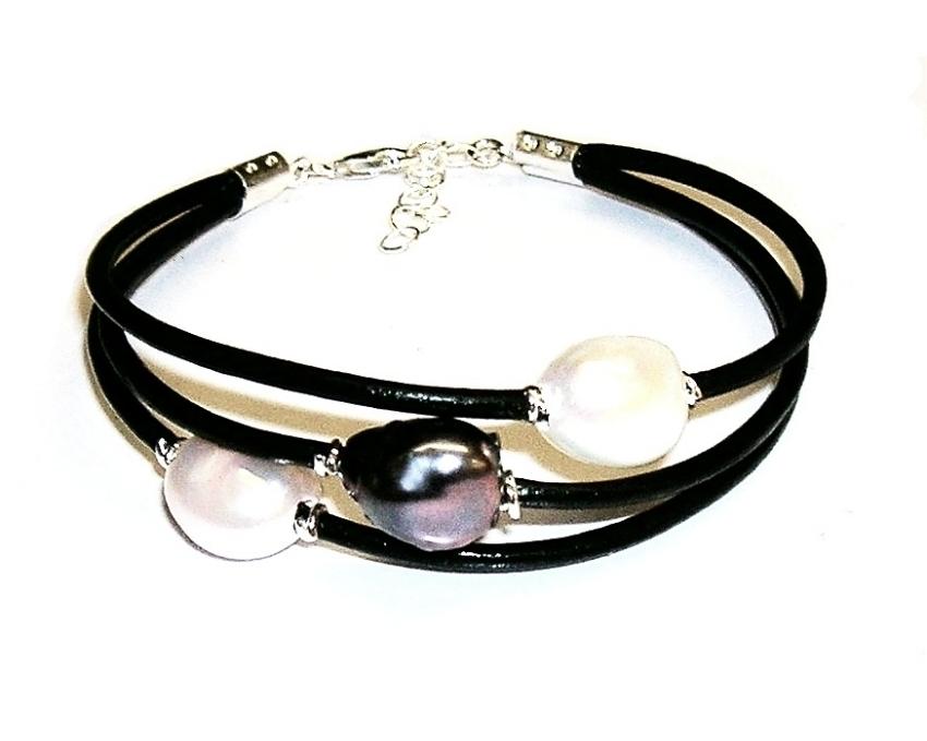8b92bf22e271 Pulsera de 3 Perlas Cultivadas Tricolor, Cuero negro Plata de Ley